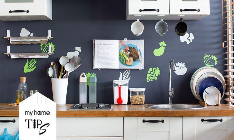 เคลียร์ห้องครัวสุดรกให้เป็นระเบียบ เพิ่มพื้นที่จัดเก็บง่าย ๆ ด้วยตะขอ