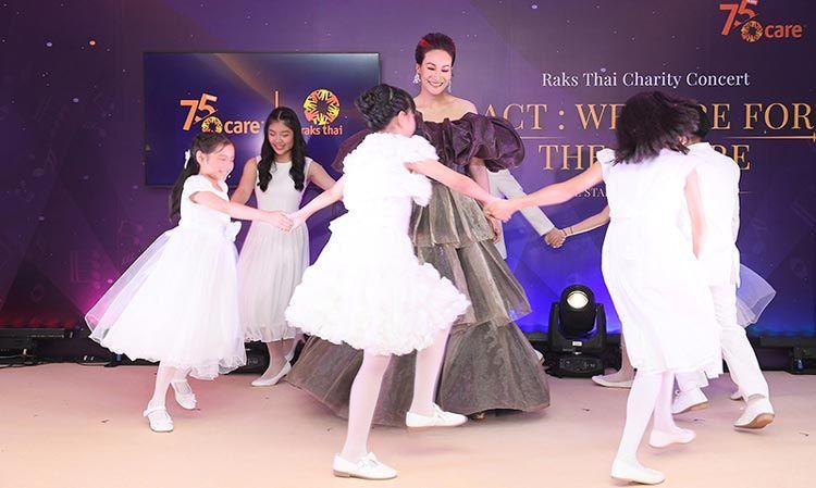 พบกับ แพท สุธาสินี กับโชว์ครั้งยิ่งใหญ่ใน Raks Thai Charity Concert คอนเสิร์ตการกุศลช่วยเหลือเด็กด้อยโอกาสทั่วประเทศ
