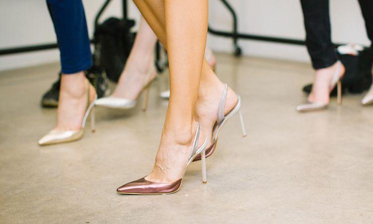 เอาอยู่! 12 เทคนิค เพื่อให้สาวๆ สวมรองเท้าส้นสูงได้ตลอดทั้งวัน