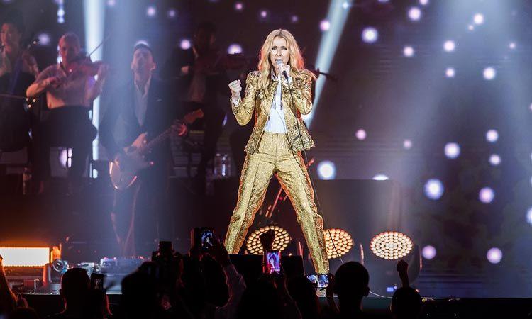 ประทับใจเกินคำบรรยาย Celine Dion ขนเพลงฮิต โชว์พลังเสียงสะกดคนดู สมศักดิ์ศรีดีว่าตัวแม่