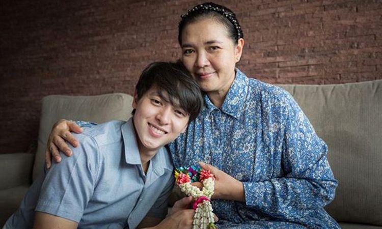 รวมโมเม้นท์แสนอบอุ่นในวันแม่แห่งชาติ กับ 30 คนดังร่วมแสดงความรักต่อคุณแม่