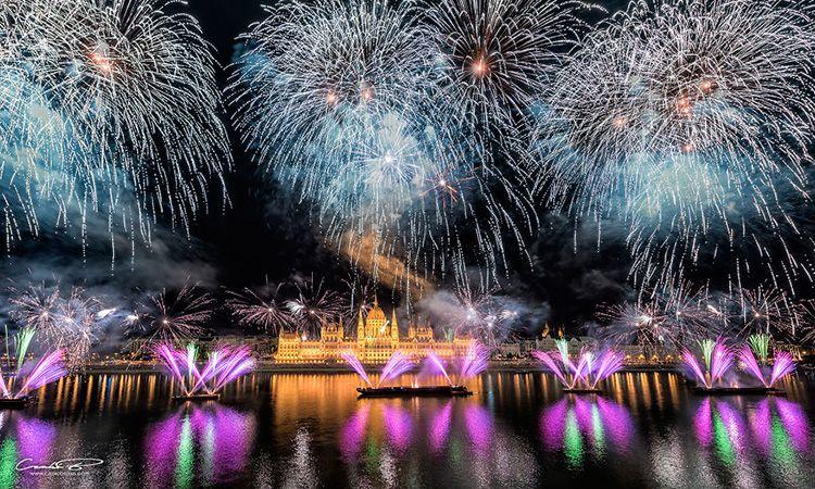 ชม พลุ วันชาติฮังการี งดงาม สว่างไสวทั่วท้องฟ้า บูดาเปสต์