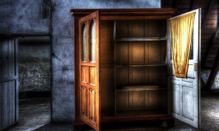 5 วิธีกำจัดเชื้อราในตู้เสื้อผ้า และเฟอร์นิเจอร์ในบ้าน