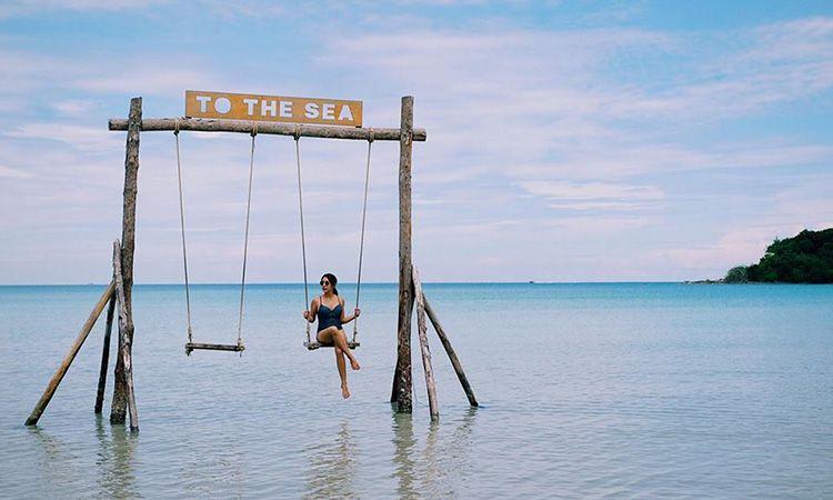 To The Sea : พาใจที่โดนเท ไปพักบนชิงช้ากลางทะเล ที่เกาะกูด