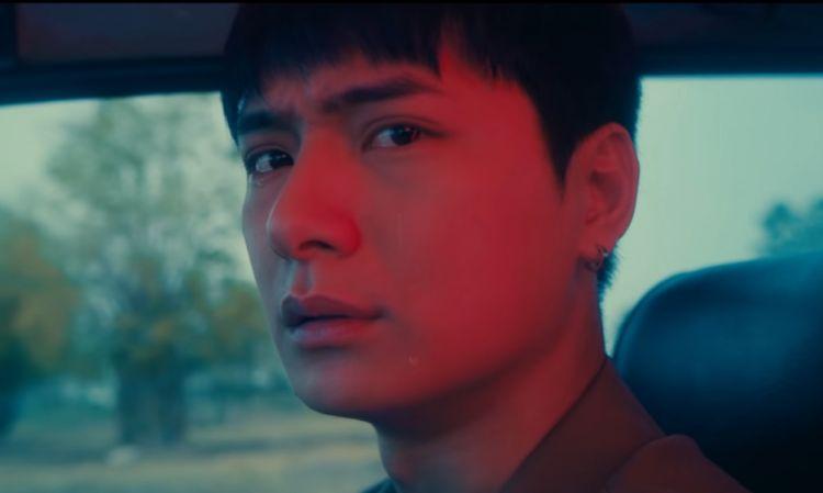 """ร้องไห้ก็ยังหล่อ! 'คริส พีรวัส' เสียน้ำตา MV เพลง """"ลืมว่าต้องลืม"""""""