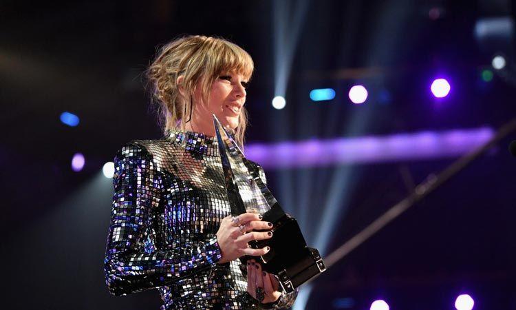 Taylor Swift กวาดคนเดียวสี่รางวัล บนเวที American Music Awards 2018