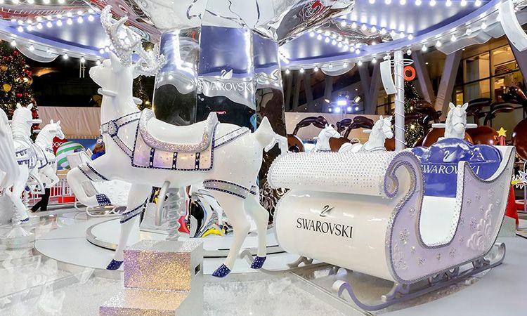 นั่งม้าหมุนสวารอฟสกี้ ฉลองเทศกาลแห่งความสุขในงาน Christmas tree Light Up Celebration