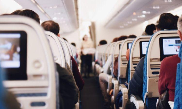 9 วิธีแก้เบื่อ และการเตรียมตัว เมื่อต้อง นั่งเครื่องบินนานๆ
