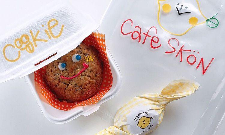 Cafe Skön คาเฟ่ย่านฮงแด ที่เต็มไปด้วยสารพัดของกุ๊กกิ๊ก