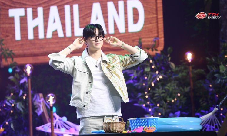 เก็บตกความน่ารัก JAY B กับลุคหนุ่มแว่นในมีตแอนด์กรี๊ดครั้งแรกสำหรับเพื่อนสนิทชาวไทย