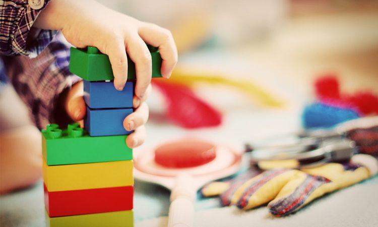 ปิดเทอมนี้... เลือกซื้อของเล่นอย่างไร? ให้ลูกน้อยฉลาดและปลอดภัย